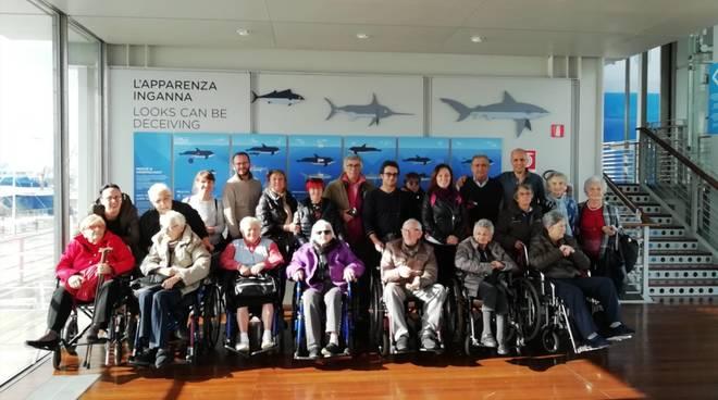 Visita acquario genova anziani residenza comunale albisola