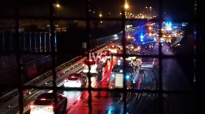 incidente notte coda autostrada6
