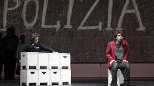 """""""Lo strano caso del cane ucciso a mezzanotte"""" spettacolo Teatro Chiabrera Savona"""