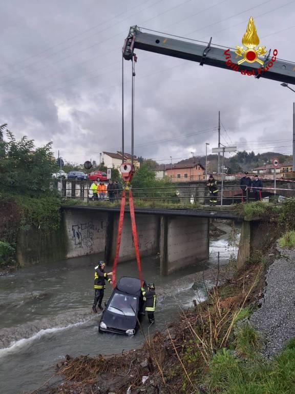recupero auto nel torrente