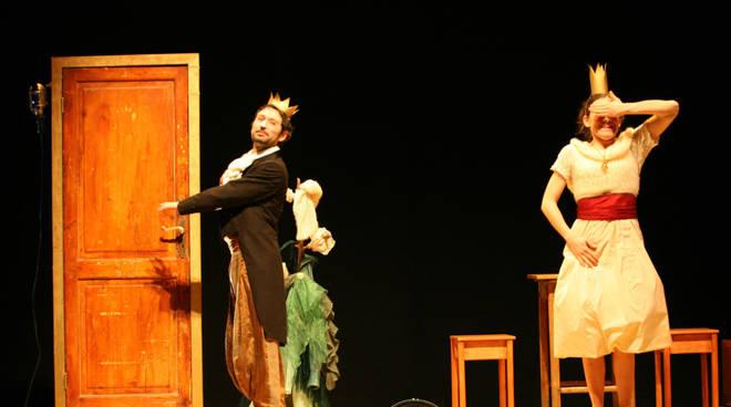 """""""Rosaspina"""" spettacolo Teatro del Piccione Albenga Teatro Ambra"""