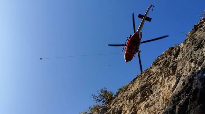 soccorso alpino rocciatore elicottero