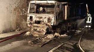 Tir a fuoco nella galleria Fornaci sulla A10