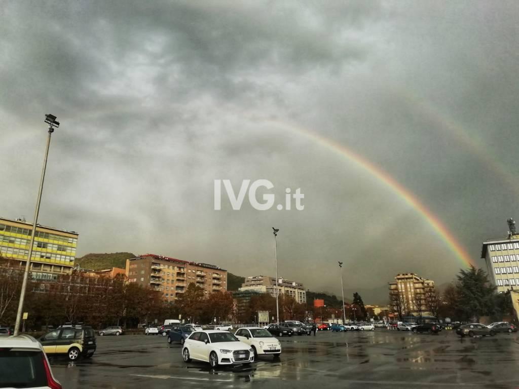 """Un """"doppio arcobaleno"""" dà il buongiorno a Savona e Albisola"""