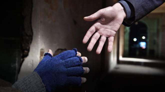 aiuto solidarietà povertà