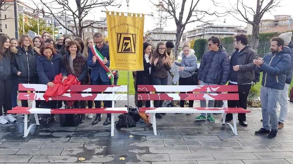 Panchina Violenza Donne Albenga