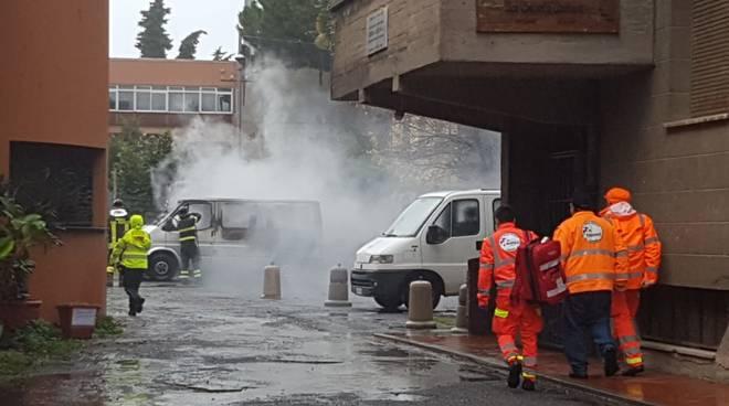 Incendio pulmino Albenga