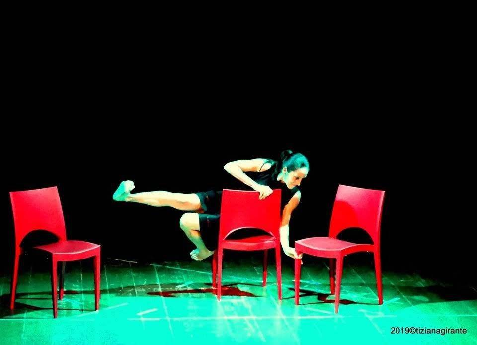 """""""Sale d'attesa"""" spettacolo teatrale Irene Ciravegna danzatrice"""