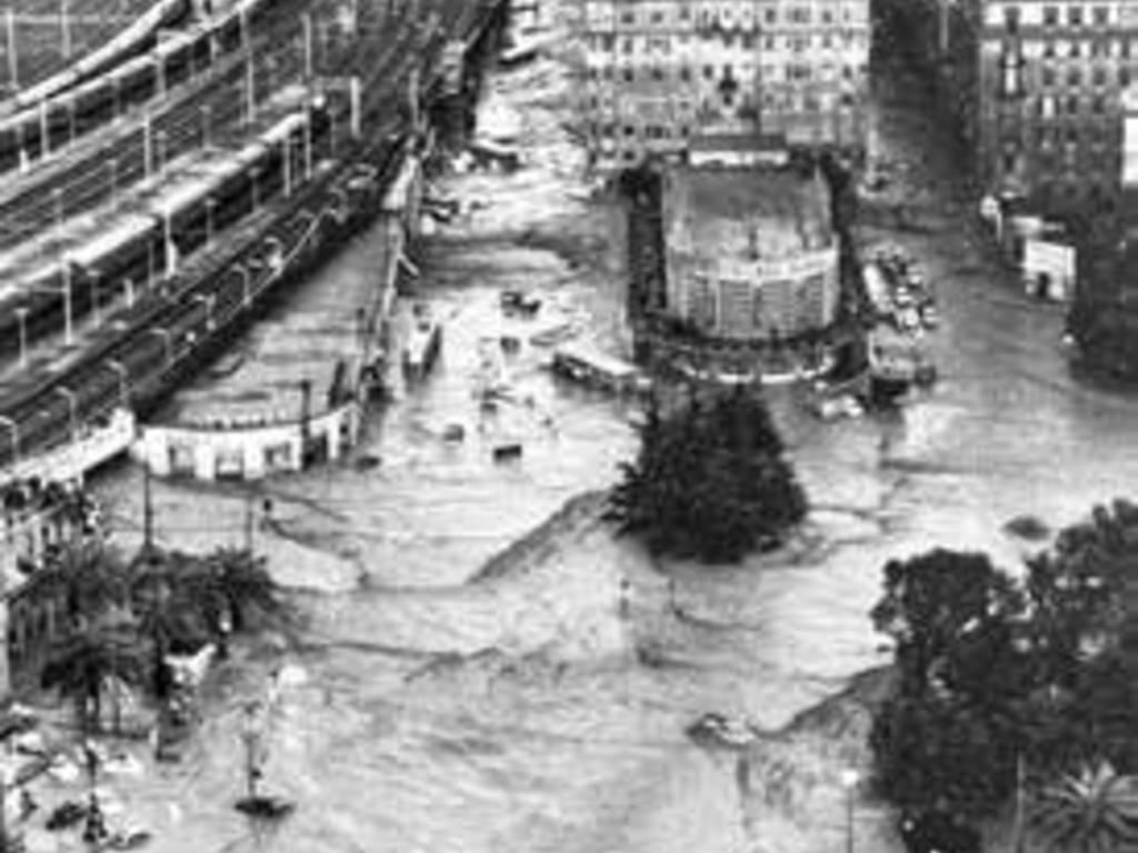 """28 gennaio - \""""Le trasformazioni di Genova\"""" di Bruno Giontoni alla Libreria Feltrinelli di Genova con Manzitti e Pericu"""