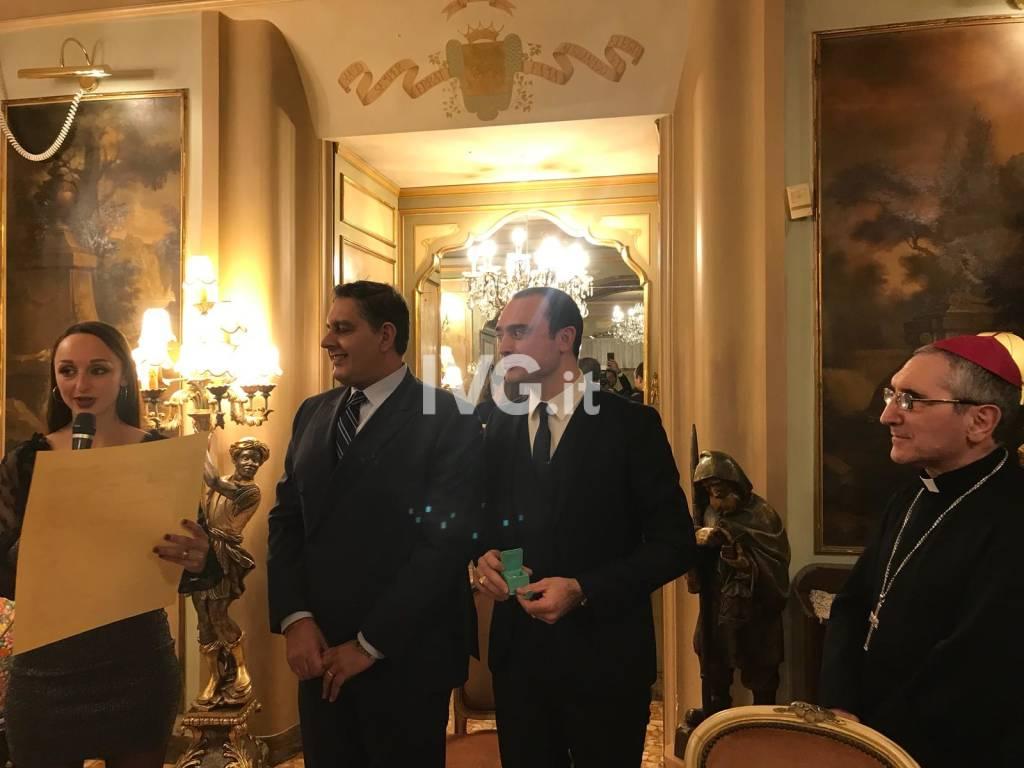 """Consegnato a Toti il premio """"Bacio d'Argento"""""""