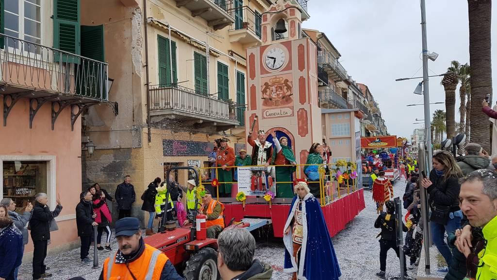 Carnevaloa 2019 Carro Orologio