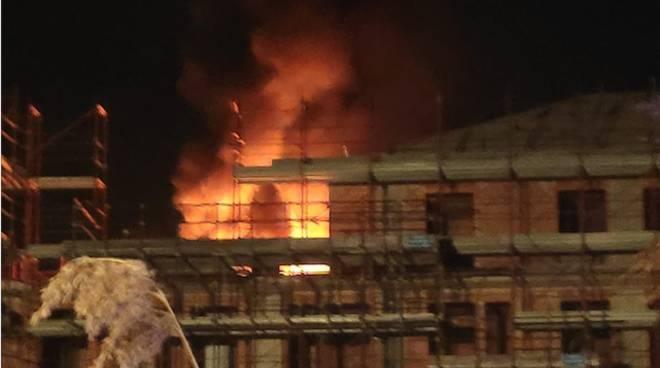 Incendio AreaT1 Ceriale Notte