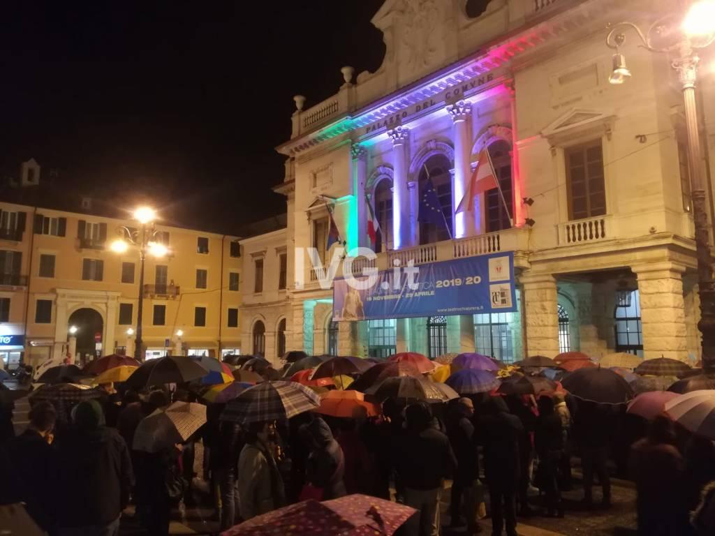 "Le Sardine ""invadono"" piazza Sisto a Savona"