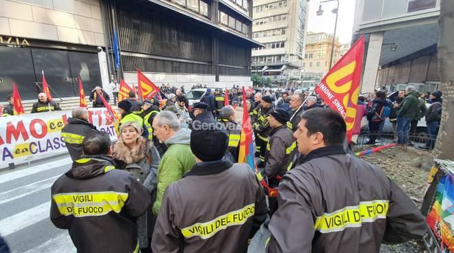 Manifestazione vigili del fuoco per Lorefice