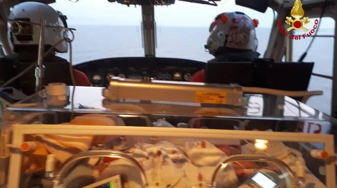 trasporto gaslini elicottero incubatrici