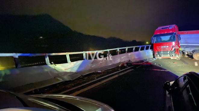 camion incidente autostrada6 notte