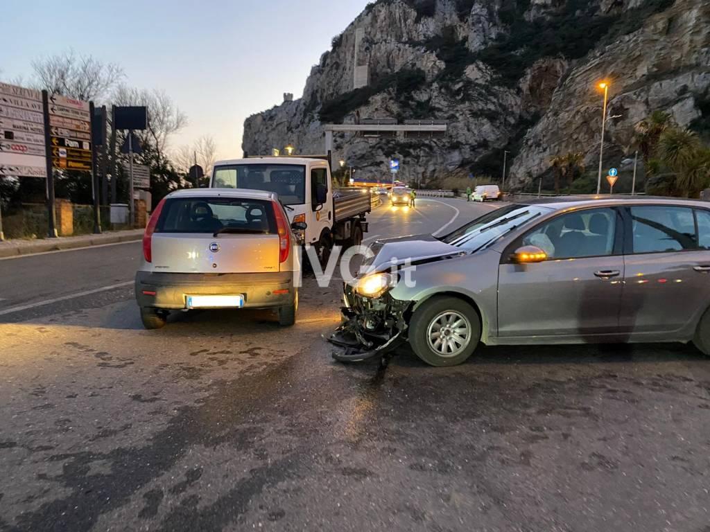 Carambola tra auto sull'Aurelia a Finale Ligure