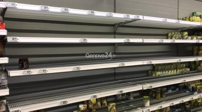 Coronavirus, anche a Genova è assalto ai supermercati