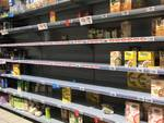 Coronavirus, farmacie e supermercati presi d'assalto