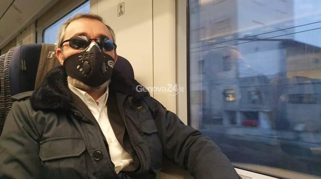Coronavirus, sul treno fantasma coi pendolari Genova-Milano: cronaca di un viaggio surreale