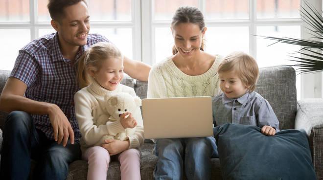 famiglia casa computer