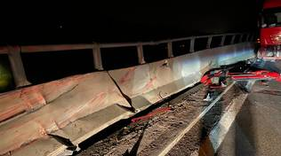 incidente autostrada6 notte camion guard rail