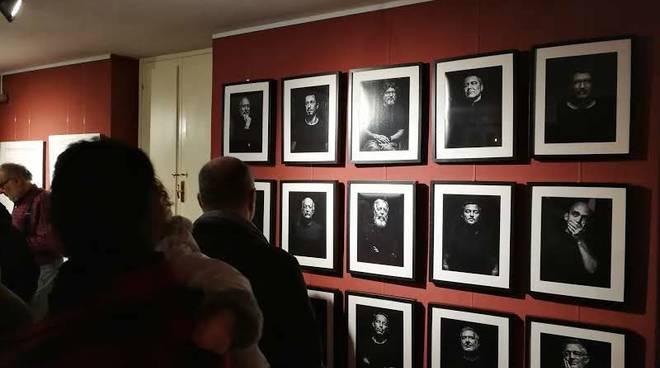 """""""La testimonianza del padre"""" fotografie Silvio Massolo Albenga Palazzo Oddo"""
