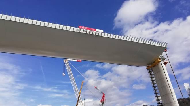 Nuovo ponte, le foto più belle del varo del maxi impalcato da 100 metri