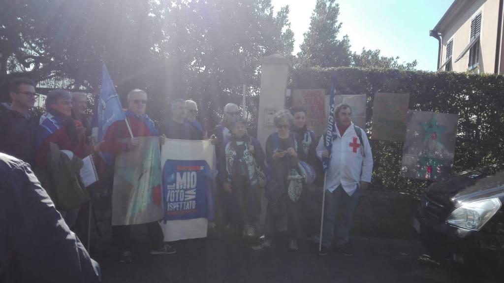 Restituzione stella acqua a Beppe Grillo