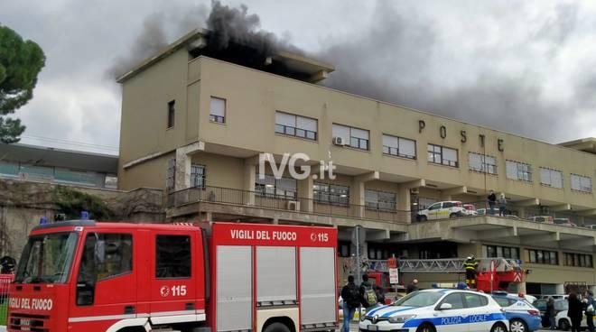 Savona, incendio nell'edificio delle poste in piazzale Aldo Moro