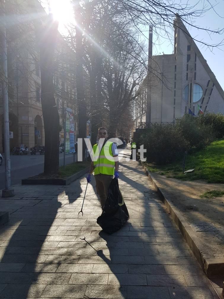 Savona, volontari al lavoro per ripulire la città