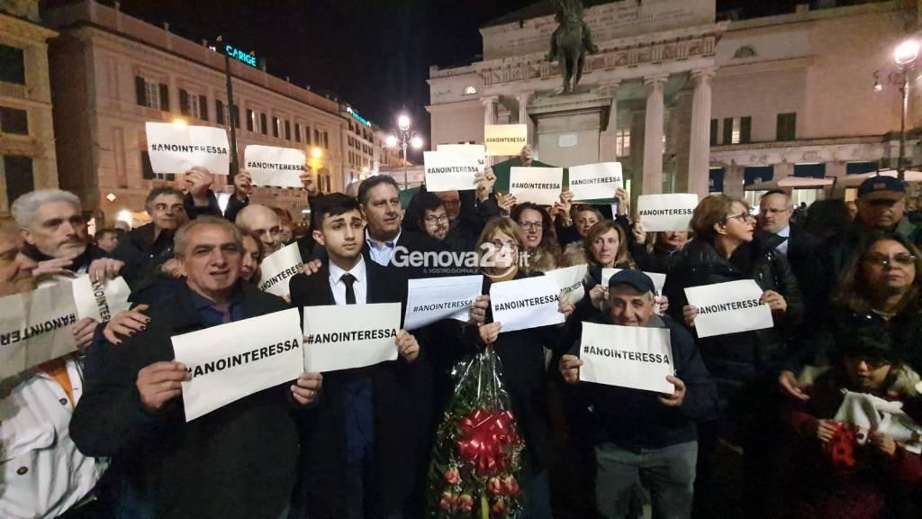 Una foto contro le parole di Oliviero Toscani, a De Ferrari il flash-mob #anointeressa