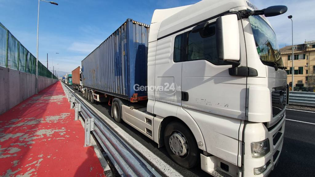 camion lungomare cenepa porto code coronavirus