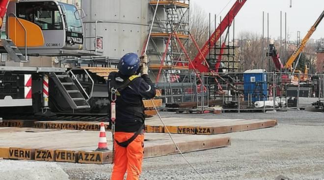 cantiere ponte operai 30 marzo