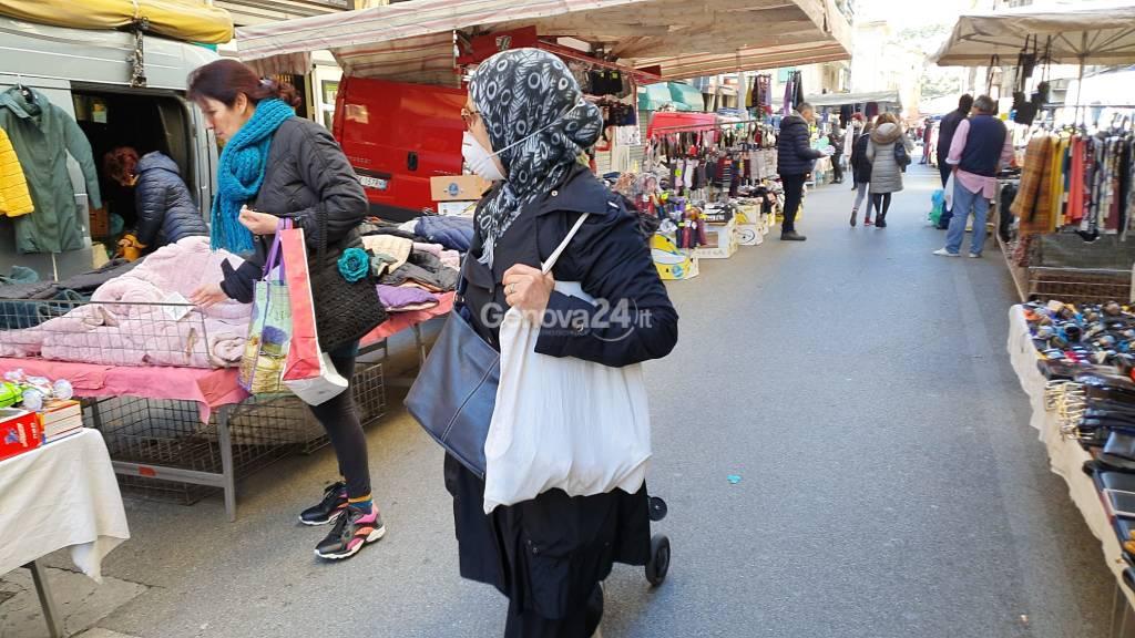 Coronavirus, il paradosso dei mercati rionali aperti ma deserti