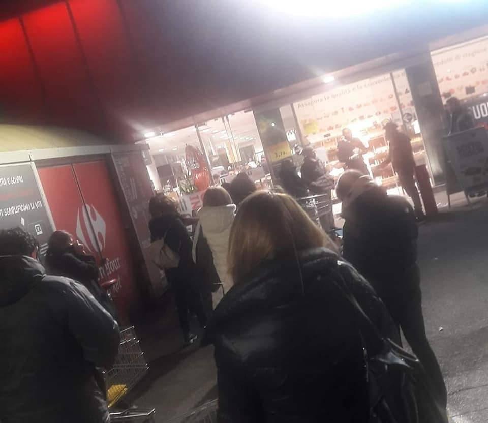 folla supermercati coronavirus
