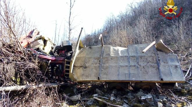 Mallare, camion ribaltato in località Bresca