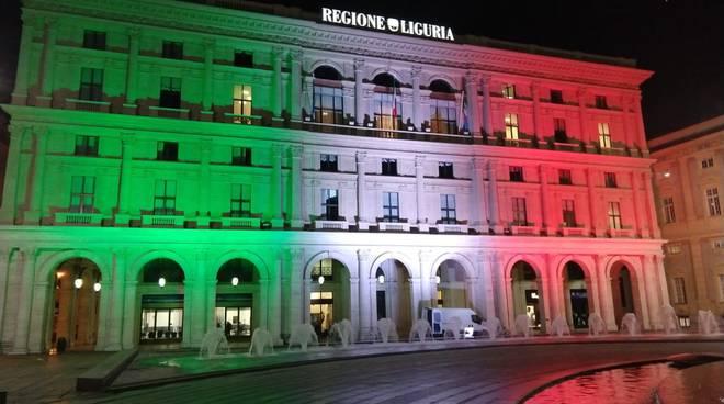 palazzo Regione Liguria illuminato tricolore