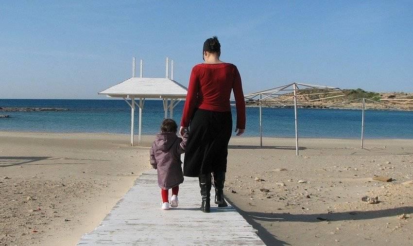 passeggiata genitore figlio mamma
