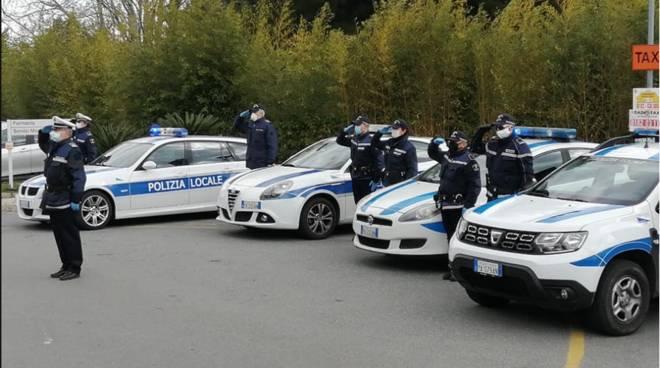 Polizia locale Albenga ospedale omaggio