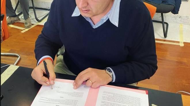 """Coronavirus, Toti firma il decreto: """"Ok a preparazione stabilimenti ..."""