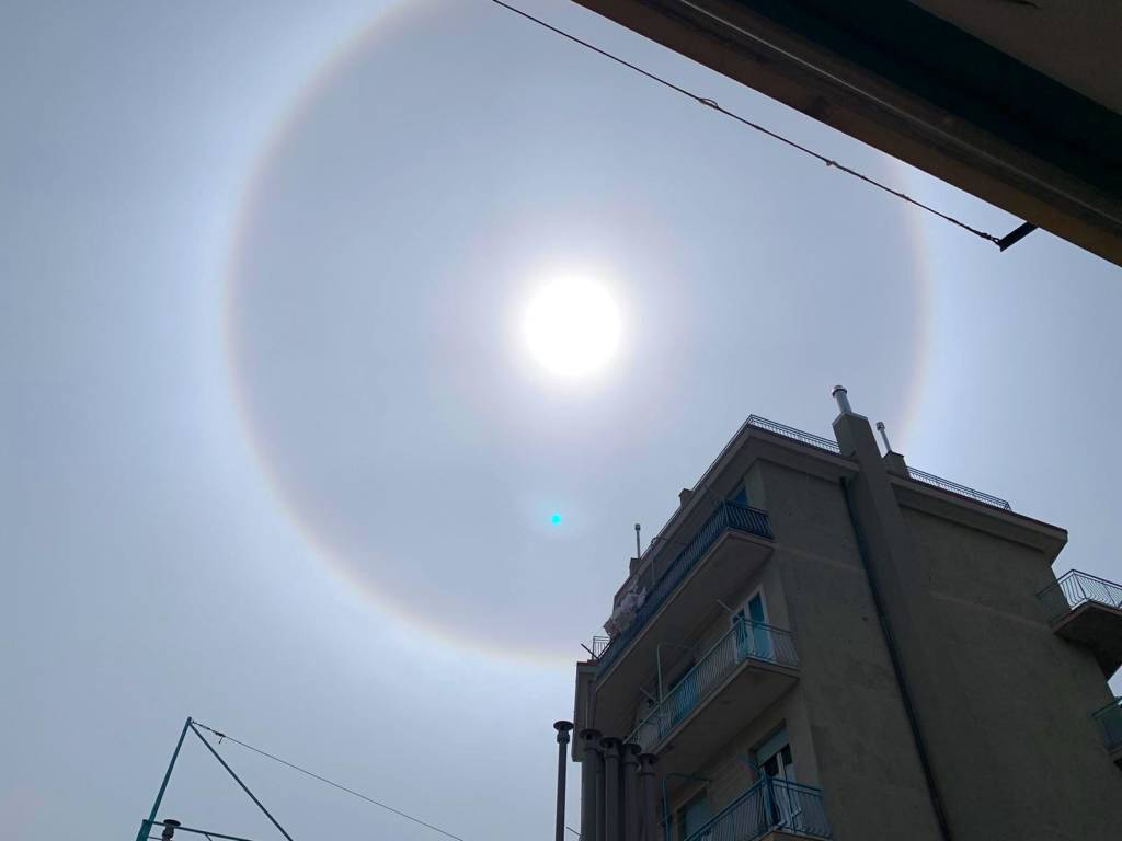 Alone arcobaleno sole