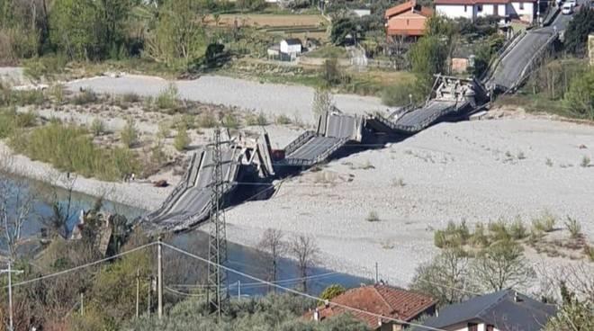 Crolla un ponte al confine tra Liguria e Toscana