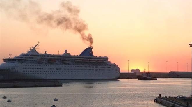 fumi navi fumo nave