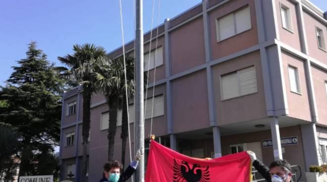 Bandiera albanese andora