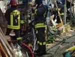 incendio baracche Vvff vigili del fuoco