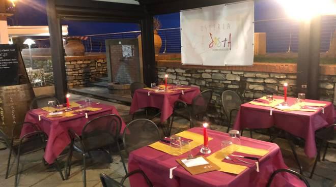 Luci accese e inno di Mameli: la protesta di bar e ristoranti nel savonese