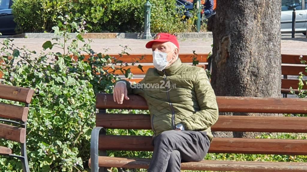 Vita quotidiana coronavirus mascherine spesa fila poste vecchi