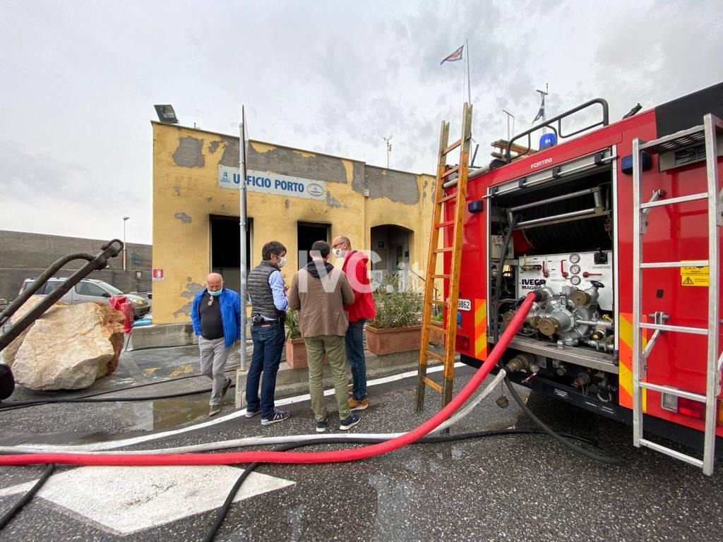 Accoltellamento incendio porto finale