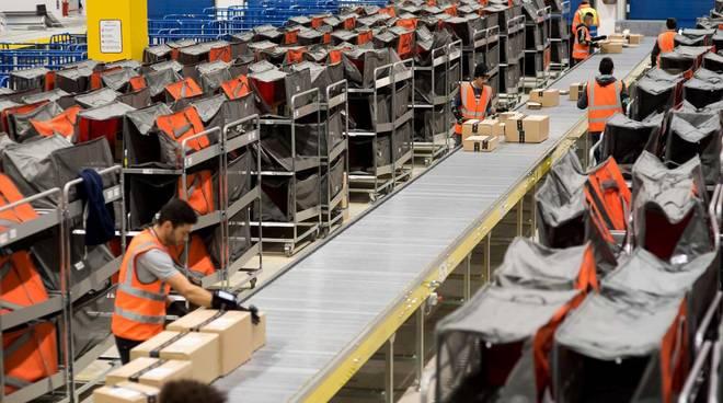 Amazon deposito lavoro lavoratori